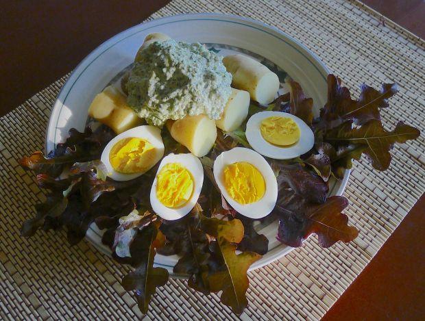 Ocopa with Huacatay sauce containing Tagetes minuta
