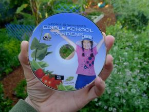 Edible School Gardens DVD by Leonie Shanahan, Eco Films Australia, 2012