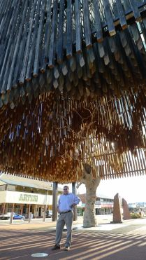 Rob Chandler, Mayor of Barcaldine Regional Council with the Tree of Knowledge