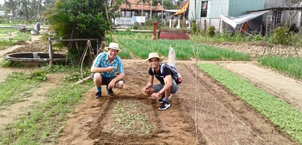 Jerry and Thuan at one of our destinations: Tra Que market gardens, Hội An.